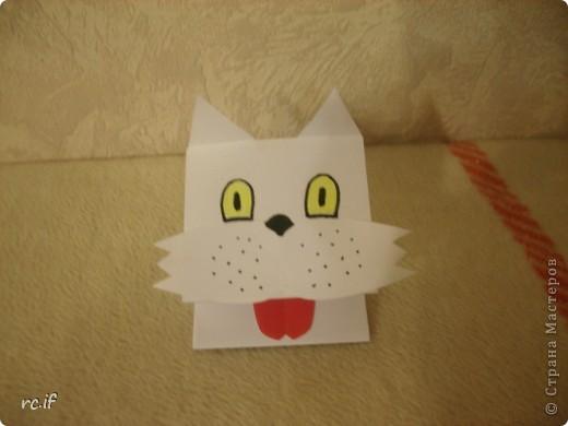 Очень понравилась идея Светланы (Ученик мастера) по созданию игрушек из бумаги. Уже в ночи по-быстрому сделала дочке собачку. Утром подарила, дочка была в восторге! И сразу засыпала меня заказами. Так у нас появились котенок и лошадка! Идей еще много, осталось только найти время :) http://stranamasterov.ru/node/194908#comment-1681602 http://ejka.ru/blog/podelki/895.html  фото 3