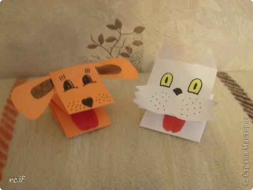 Очень понравилась идея Светланы (Ученик мастера) по созданию игрушек из бумаги. Уже в ночи по-быстрому сделала дочке собачку. Утром подарила, дочка была в восторге! И сразу засыпала меня заказами. Так у нас появились котенок и лошадка! Идей еще много, осталось только найти время :) http://stranamasterov.ru/node/194908#comment-1681602 http://ejka.ru/blog/podelki/895.html  фото 4