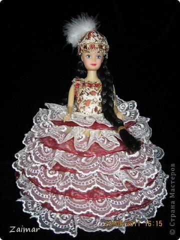 Эту куколку я сделала по МК, ineska,  (http://stranamasterov.ru/node/128514) спасибо вам огромное. Постаралась найти куклу с черными волосами, так как задумка кукла в национальном костюме. Заказ из садика, сделать поделку к 20-летию независимости Казахстана. Надеюсь задумка удалась. В сад еще не относила поэтому не знаю реакцию воспитателей. фото 2