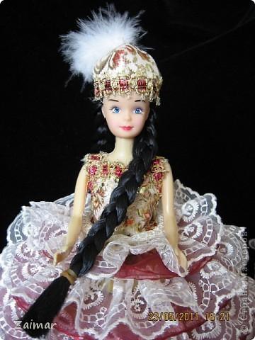 Эту куколку я сделала по МК, ineska,  (http://stranamasterov.ru/node/128514) спасибо вам огромное. Постаралась найти куклу с черными волосами, так как задумка кукла в национальном костюме. Заказ из садика, сделать поделку к 20-летию независимости Казахстана. Надеюсь задумка удалась. В сад еще не относила поэтому не знаю реакцию воспитателей. фото 1