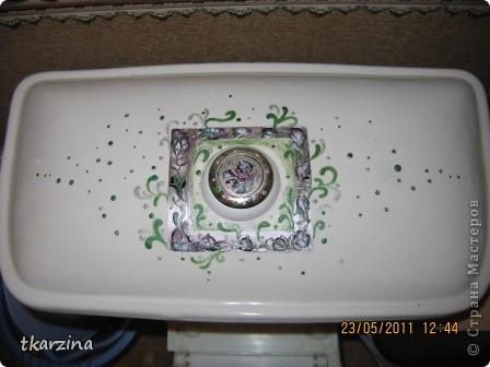 В нашей стране, во многих домах подоконники шириной 15 см, цветы некуда ставить, я наростила подоконник - кафельной плиткой ( стеклопакеты решают проблему, но! у нас служебная квартира- пришлось выкручиваться!). Клеили на жидкие гвозди. фото 4