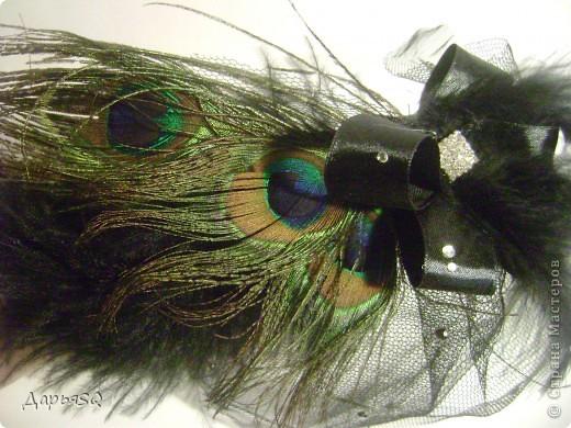 Шляпка сделанная на основе обруча, с добавлением вуали из сетки. Вуаль распологаеться на двух уровнях.   Сетка вырезается в виде полукруга разных размеров А когда пришивается к обручу собирается на сборку фото 2