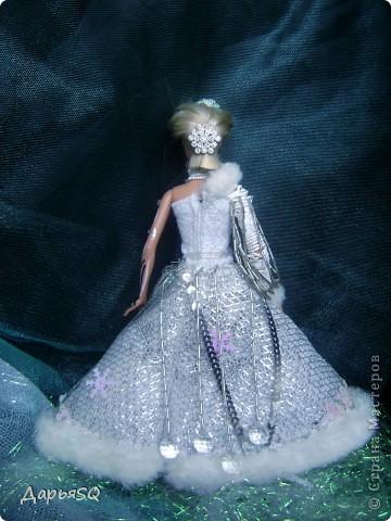 Обычная барби в спортивном костюме...мне хотелось сделать что то, что напоминало о детстве..о сказках..о зиме.Получилась величественная кукла со своей историей фото 2