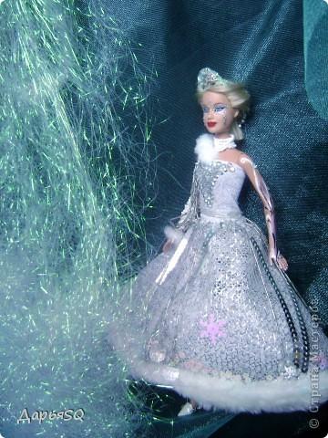 Обычная барби в спортивном костюме...мне хотелось сделать что то, что напоминало о детстве..о сказках..о зиме.Получилась величественная кукла со своей историей фото 7