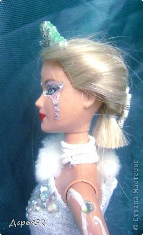 Обычная барби в спортивном костюме...мне хотелось сделать что то, что напоминало о детстве..о сказках..о зиме.Получилась величественная кукла со своей историей фото 3