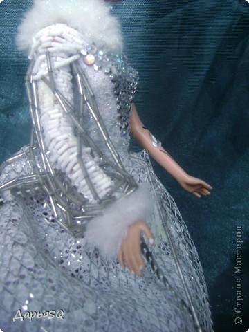 Обычная барби в спортивном костюме...мне хотелось сделать что то, что напоминало о детстве..о сказках..о зиме.Получилась величественная кукла со своей историей фото 6