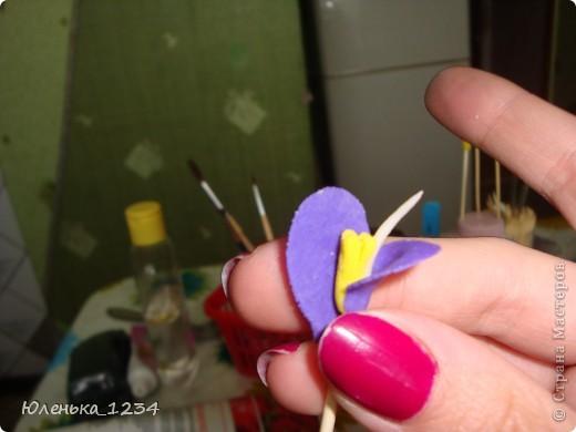 Необходимые материалы....клей акриловый, можно и ПВА (акриловый сохнет быстрей) краска - гуашь...пенопласт..баночка...зубочистки..проволка для листьев..каттер - капелька..маникюрные ножницы фото 12