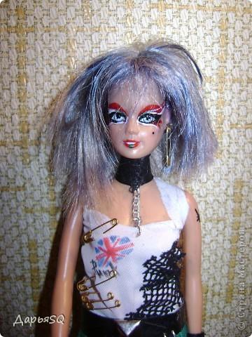 Макияж по традиции..яркий и бескомпромисный. волосы я окрашивала синими чернилами фото 1