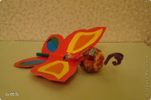 Завтра последний учебный день у моей первоклашки! На празднике будут поздравлять весенних именниников. Эти маленькие сюрпризы Ангелинка приготовила  для них и для учительницы.   фото 5