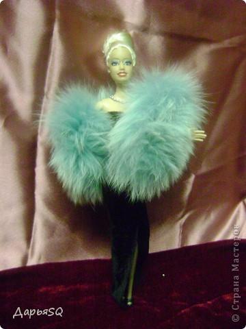 На этот раз, очередная кукла выступает в роли кино дивы. Классический наряд с некоторыми изменениями в привычном образе фото 1