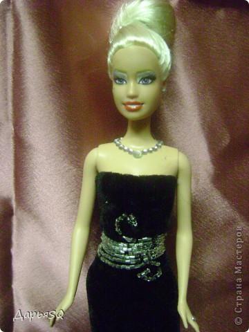 На этот раз, очередная кукла выступает в роли кино дивы. Классический наряд с некоторыми изменениями в привычном образе фото 5