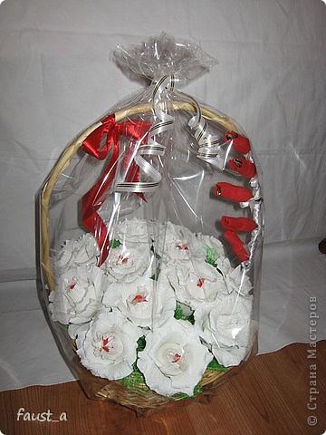 В этой корзинке коробка конфет Рафаэлло. фото 4