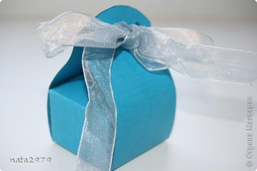 Вот такая коробочка для маленького подарочка у меня получилась)) фото 1
