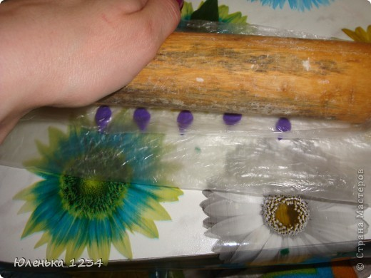Необходимые материалы....клей акриловый, можно и ПВА (акриловый сохнет быстрей) краска - гуашь...пенопласт..баночка...зубочистки..проволка для листьев..каттер - капелька..маникюрные ножницы фото 10