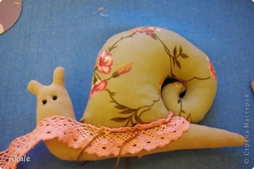 Одна из самых простых и самых популярных тильд -  Тильда Улитка.  Очень хороша для совместного творчества с ребенком - и просто для себя любимой)) Как выяснилось, многим кажется незаслуженно сложной в выворачивании и набивании;  поэтому - раскрываю секреты!  фото 11