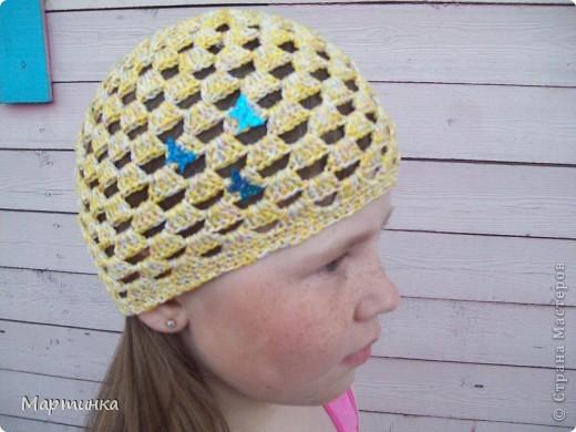 Очередные шляпки по МК Голубки. После того, как была связана шапочка для средней дочки, старшая и младшая попросили такие же. И вот что из этого получилось. На вязание каждой шапочки ушло 50 минут. фото 3