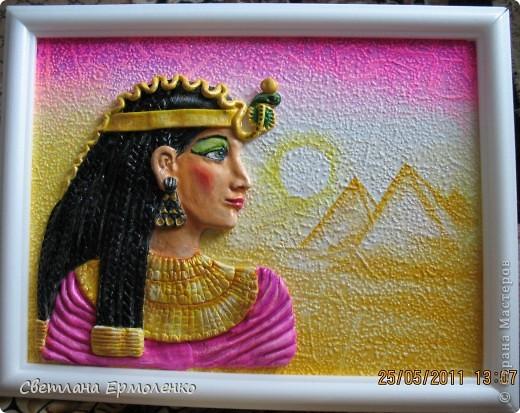 После пирата потянуло на что-то более нежное и красивое. Хотела сделать лицо Египтянки бархатистым, по невысохшему лаку прошлась сухой кистью с мукой( я так в натюрморте персики делала ), на фото получилось пятнами, а на самом деле нормально смотрится. фото 1