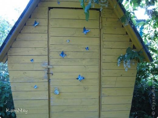 """Вот такие бабочки уселись на нашем дачном """"жёлтом домике"""".  Вырезаны из жестяной банки из-под пива.  фото 3"""