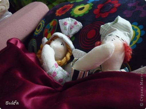 Доброе время суток, дорогие мастерицы и мастера! Вот родилась вторая (всего!) Тильда - Сплюшка. Первая тоже была Сплюха, но почему-то я ее шила не той выкройке. Она уже уехала. А эта - всё по-настоящему. фото 12