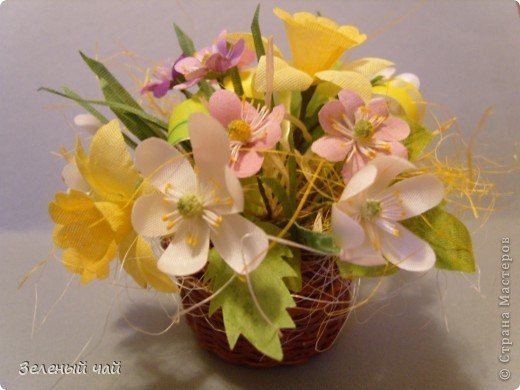 Мини-композиция из цветов. Делалась в подарок учителю. Ветреницы, нарциссы, печеночницы. фото 1