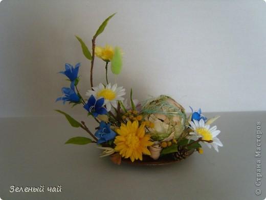 Мини-композиция из цветов. Делалась в подарок учителю. Ветреницы, нарциссы, печеночницы. фото 4