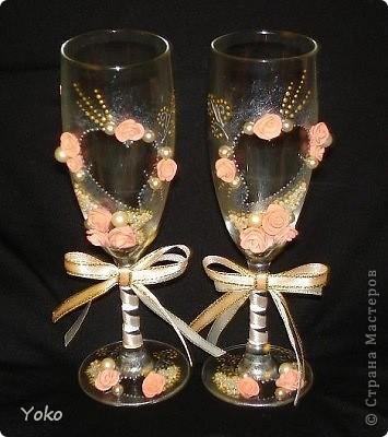 Делала свадебные бокалы на свадьбу сестренке. Первые - строго не судите фото 1