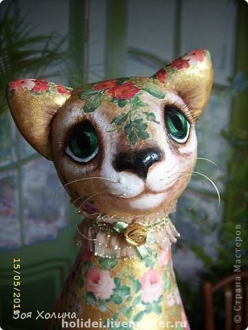 Кошка Золотая Роза была сделана в напарницы к кошке Ириске. Теперь они могут помечтать и погрустить вместе, поговорить о своем о девичьем. фото 3