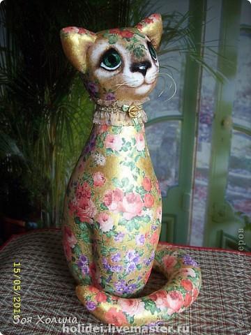 Кошка Золотая Роза была сделана в напарницы к кошке Ириске. Теперь они могут помечтать и погрустить вместе, поговорить о своем о девичьем. фото 2