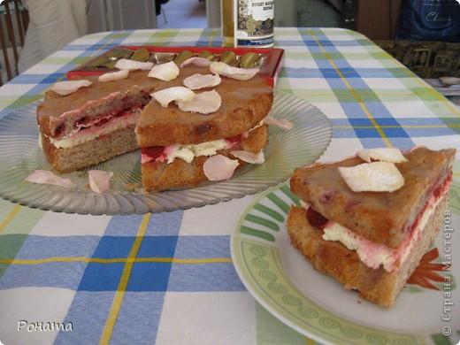 """Вот еще собрала несколько фотографий тортов. Их я делала на разные семейные праздники. Ну ооооочень вкусные! А главное, приготовлены из хороших продуктов, знаешь, что туда положено. Торты в магазине уже лет 5 не покупаем :)  Торт """"Тропиканка"""".  Этот суперский тортик очень хлопотный, но гости были в приятном шоке!  Рецепт взят отсюда - http://forum.hlebopechka.net/index.php?showtopic=2321. фото 4"""