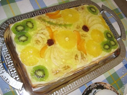 """Вот еще собрала несколько фотографий тортов. Их я делала на разные семейные праздники. Ну ооооочень вкусные! А главное, приготовлены из хороших продуктов, знаешь, что туда положено. Торты в магазине уже лет 5 не покупаем :)  Торт """"Тропиканка"""".  Этот суперский тортик очень хлопотный, но гости были в приятном шоке!  Рецепт взят отсюда - http://forum.hlebopechka.net/index.php?showtopic=2321. фото 1"""