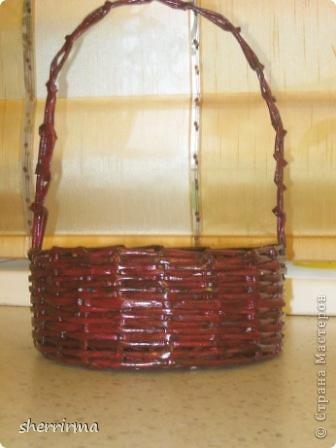 Вазочка ( случайно отбили верх у стеклянной вазы, оплела её трубочками ) фото 3