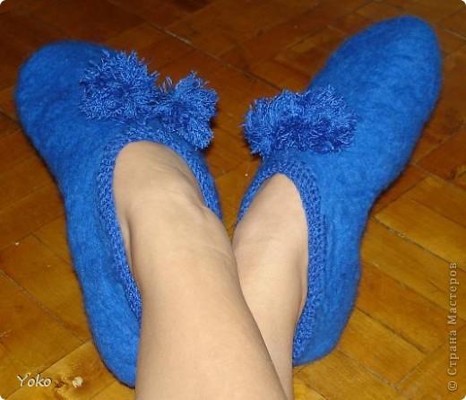 """Девочки, вот и мои валяшки! Не удивляйтесь, что все одного цвета: оторвалась на одной единственной покупке. Любимейшие тапочки (зношенные до """"дыр""""). За МК спасибо Kukushechka http://stranamasterov.ru/node/57767 фото 1"""