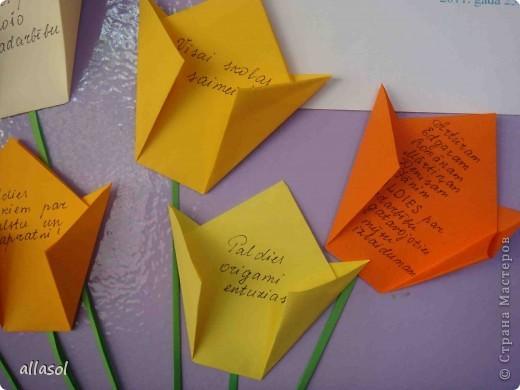Парламент нашей школы организовал акцию MĒS SAKĀM PALDIES (Мы говорим спасибо). На колонне в вестибюле каждый может прикрепить свое СПАСИБО. Вот мой цветок со словами благодарности.  фото 3