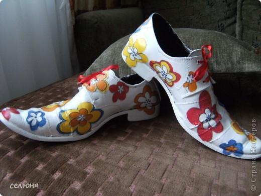 Вот вошла во вкус и сделала вторую пару декупажных ботинок. Мастер-класс по декупажу первой пары здесь - http://stranamasterov.ru/node/197539 фото 2