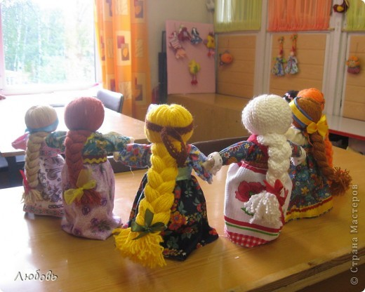 На днях с девочками сделали вот таких кукол.  И наши куколки, как девушки-красавицы сразу стали водить хороводы... фото 2