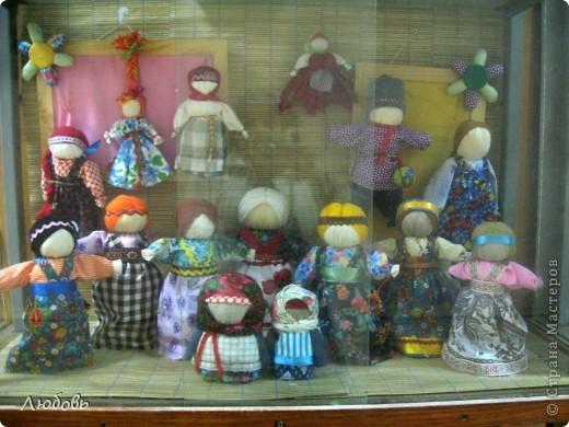 На днях с девочками сделали вот таких кукол.  И наши куколки, как девушки-красавицы сразу стали водить хороводы... фото 3