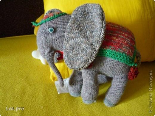 В журнале с вязанием однажды нашла описание симпатичного слона. И однажды я его связала :)) Лет 16 назад фото 1