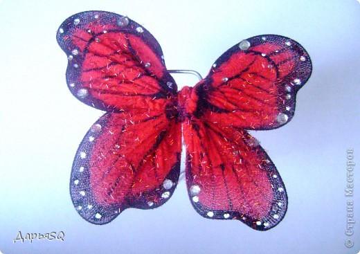 Каркас бабочки делаем из проволоки. Обтягиваем капроном. Капрон может быть или телесный или цветной. Для надёжности скрепляем ниткой.(Лучше перестраховаться) фото 6