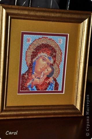 Икона, вышивка бисером, оформление  - багет и двойное паспарту. Размер непосредственно вышивки 8х10 см, чешский  бисер 2.4 мм. сожалению, пришлось спрятать под стекло, иначе освящать в церкви нельзя - при окроплении святой водой на паспарту останутся пятна.