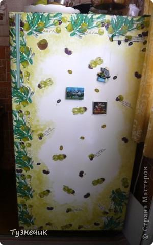 холодильник был старый, исцарапанный и побитый, а еще от старости пожелтел..но работает он еще хорошо, морозит ого-го как! и решила я его немного подправить и украсить..вот что получилось... фото 1