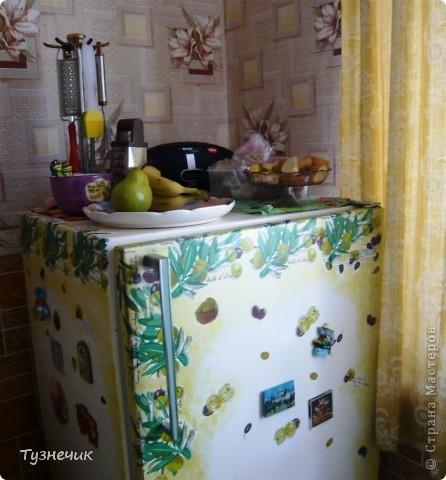 холодильник был старый, исцарапанный и побитый, а еще от старости пожелтел..но работает он еще хорошо, морозит ого-го как! и решила я его немного подправить и украсить..вот что получилось... фото 2