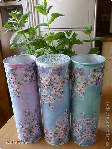 Вот такие баночки для сухих травок я сделала из банок из-под чипсов и детского сухого молока.  фото 5