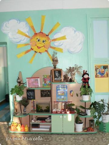 Хочу представить вашему вниманию группу детского сада, в которой я работаю воспитателем. Многое сделано своими руками. Хотелось внести необычные элементы в интерьер группы. Надеюсь, что мне это удалось. Вот некоторые из них.Так решила разместить кукол для театра... фото 2