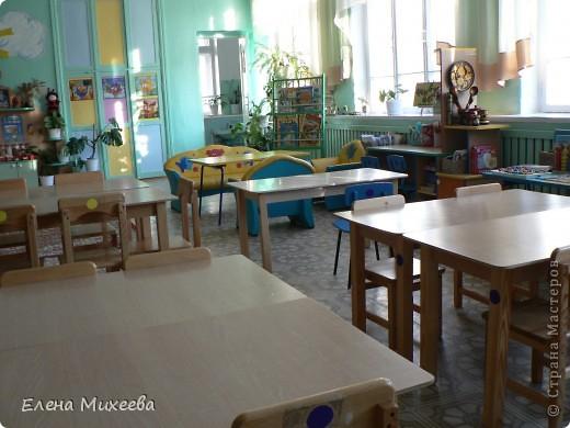 Хочу представить вашему вниманию группу детского сада, в которой я работаю воспитателем. Многое сделано своими руками. Хотелось внести необычные элементы в интерьер группы. Надеюсь, что мне это удалось. Вот некоторые из них.Так решила разместить кукол для театра... фото 6
