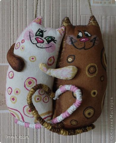 Увидела котеек у VASILISA11 http://stranamasterov.ru/node/178424. Очень уж они мне понравились, вот и сделала на свой лад ). Парочка ванильно-кофейная. А руки у парня загребущие - такую блондинку отхватил!