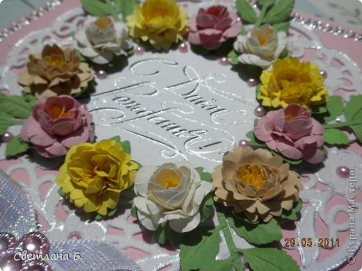 Всем привет! В последнее время у меня не проходит бело-розовое настроение. Уж очень мне нравится такое сочетание цветов. Цветы и листья делала по МК Астории http://asti-n.ya.ru/replies.xml?item_no=550 ,упростив процесс. Вдохновила на создание этой открытки работа Ольги  ya-yalo http://stranamasterov.ru/node/199460?c=favusers  фото 4