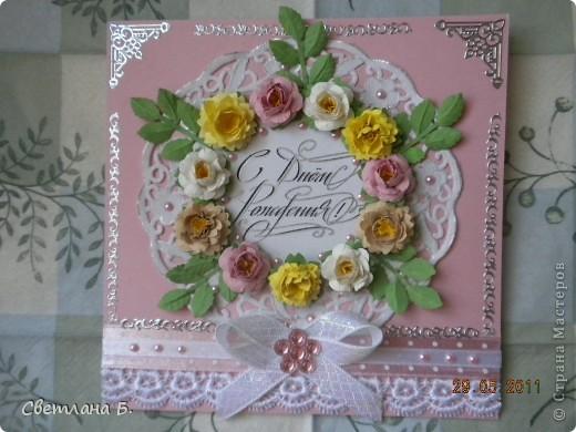 Всем привет! В последнее время у меня не проходит бело-розовое настроение. Уж очень мне нравится такое сочетание цветов. Цветы и листья делала по МК Астории http://asti-n.ya.ru/replies.xml?item_no=550 ,упростив процесс. Вдохновила на создание этой открытки работа Ольги  ya-yalo http://stranamasterov.ru/node/199460?c=favusers  фото 5