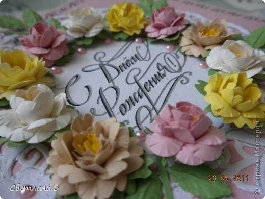 Всем привет! В последнее время у меня не проходит бело-розовое настроение. Уж очень мне нравится такое сочетание цветов. Цветы и листья делала по МК Астории http://asti-n.ya.ru/replies.xml?item_no=550 ,упростив процесс. Вдохновила на создание этой открытки работа Ольги  ya-yalo http://stranamasterov.ru/node/199460?c=favusers  фото 3