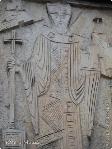 Эти фрески размещены на стене, обрамляющий резиденцию грузинского Патриарха.  фото 3