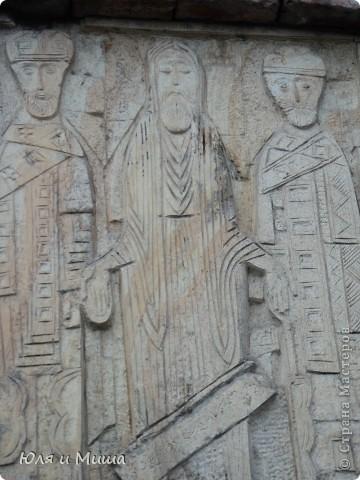 Эти фрески размещены на стене, обрамляющий резиденцию грузинского Патриарха.  фото 4